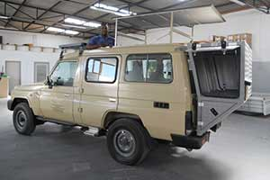 Toyota Land Cruiser 76 with pop up